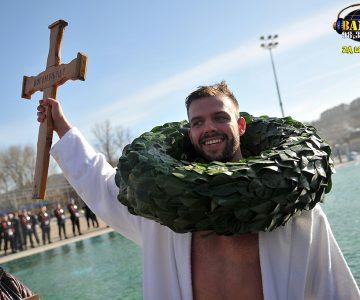 Ko je ove godine podigao časni krst?